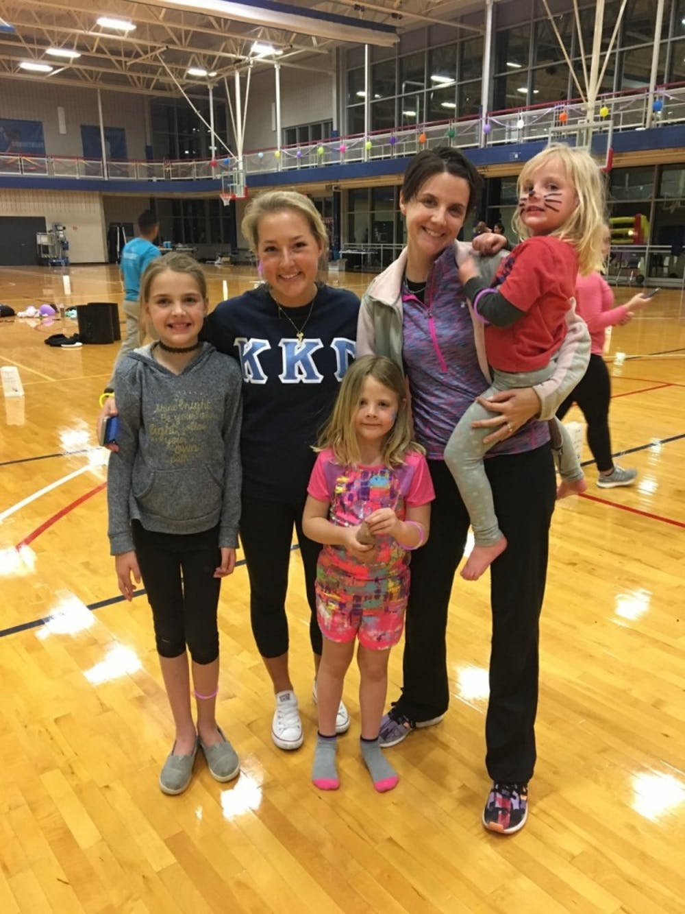<p>Ellie Masson, WC '18, with her cousin Sylvia Donovan and Donovan's three children at the Relay for Life event.</p>