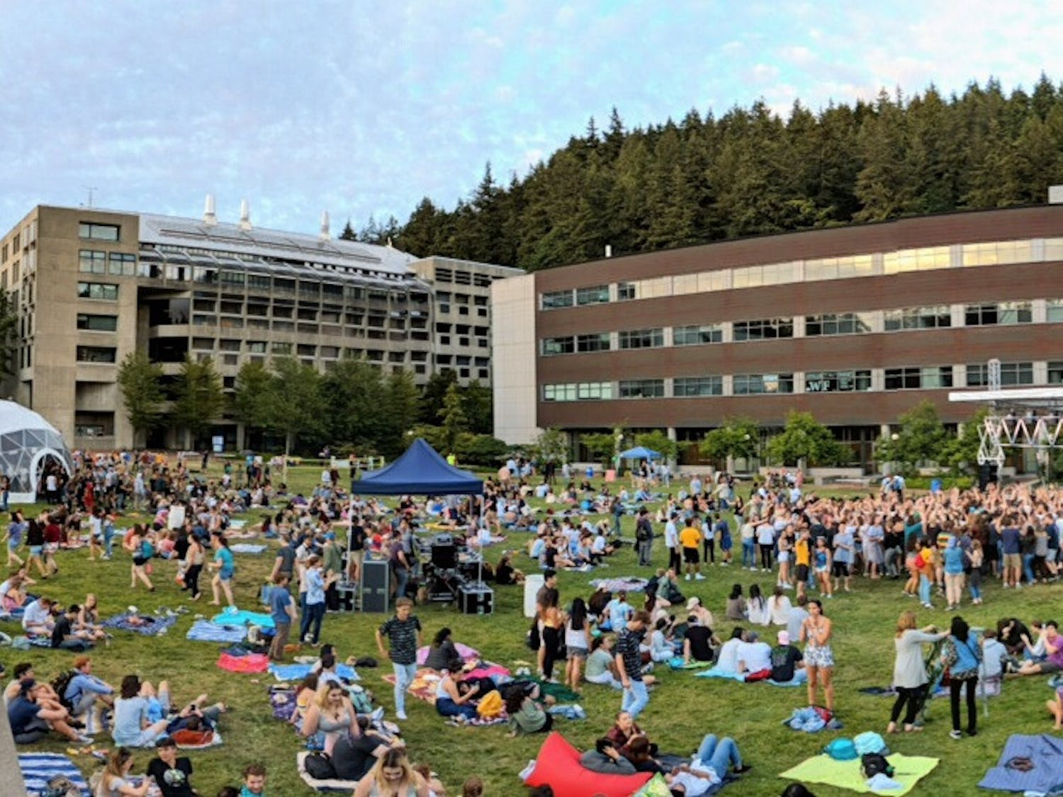 Western Washington University students gather around the Communications Lawn during the 2018 Lawnstock event. Associated Student Productions encourage students to celebrate the upcoming seventh annual Lawnstock event on June 5. // Photo courtesy of Casey Hayden