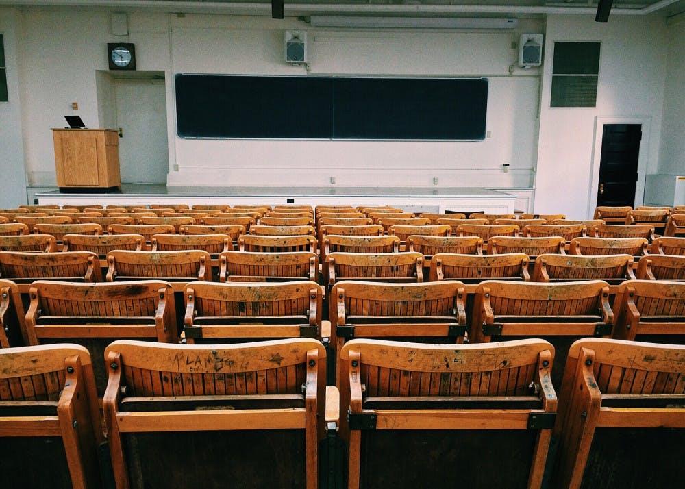 classroom-1699745_1920