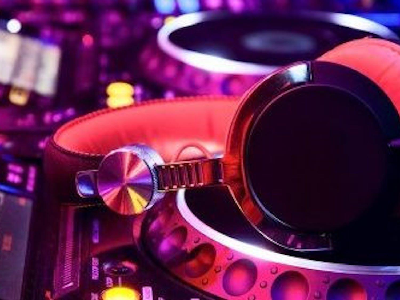DJ-background31-624x285-1-e1519451296162