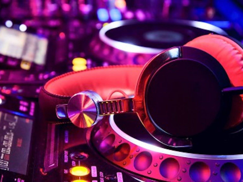 DJ-background31-624x285