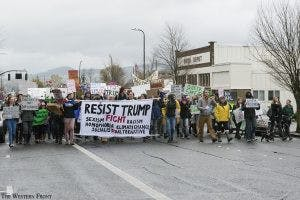 trump-protest-online1-300x200